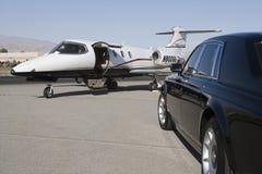 Lyxig bil och flygplan Royaltyfri Foto