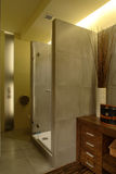 lyxig dusch för lägenhetbadrum Royaltyfri Fotografi