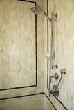 lyxig dusch för badrum Arkivfoto