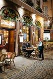 Lyxig fransk restaurang på Rue Merciere i Strasbourg Arkivbild