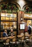Lyxig fransk restaurang på Rue Merciere i Strasbourg Royaltyfri Foto
