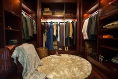 Lyxig garderob royaltyfri fotografi