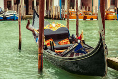Lyxig gondol i Venedig, Italien Arkivbild