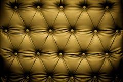 Lyxig guld- lädertextur med den knäppas modellen Arkivfoton