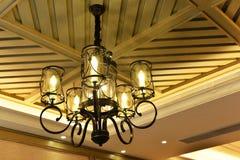 Lyxig hängande belysning royaltyfri fotografi