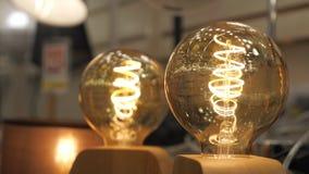 Lyxig härlig retro dekor för edison ljuslampa stock video