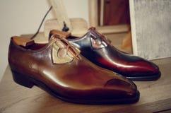 Lyxig hand för man - gjorda skor Royaltyfria Bilder