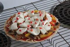 Lyxig hemlagad pizza Arkivfoto