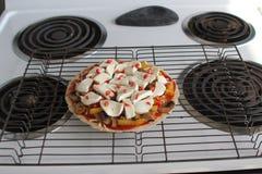 Lyxig hemlagad pizza Fotografering för Bildbyråer