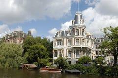 lyxig herrgård för amsterdam kanal Royaltyfri Bild