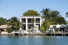 Lyxig herrgård på stjärnaön i Miami Royaltyfri Fotografi
