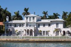 Lyxig herrgård på stjärnaön i Miami Arkivfoton