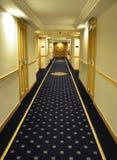 Lyxig hotellkorridorväg Fotografering för Bildbyråer