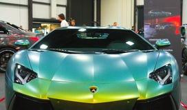 Lyxig italiensk supercar på den kungliga auto showen Bekläda beskådar Arkivfoton