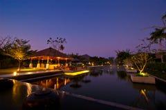 Lyxig kafé- och sjöstång på AKA semesterorten & Spa royaltyfri bild