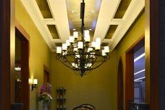 Lyxig klassisk ljuskrona, konstbelysning, konstljus, konstlampa, Arkivfoto