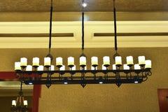 Lyxig klassisk ljuskrona, konstbelysning, konstljus, konstlampa, Fotografering för Bildbyråer