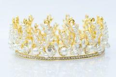 Lyxig krona med diamanter, diademsmycken Arkivfoto