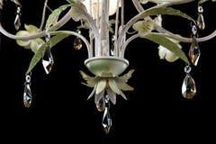 Lyxig ljuskrona för tappning som isoleras på svart bakgrund Storen specificerar royaltyfri foto