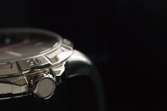 Lyxig manklockadetalj, nära övre för chronograph Royaltyfria Bilder