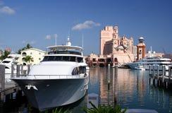 lyxig marinasemesterort royaltyfri foto