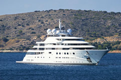 Lyxig mega yacht arkivbild