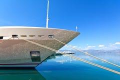 Lyxig mega-yacht Arkivbild