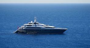 Lyxig mega-yacht arkivfoton
