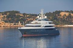 Lyxig mega yacht royaltyfri foto