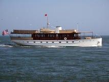 lyxig motor under långt yachten fotografering för bildbyråer