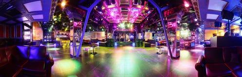 Lyxig nattklubb i europeisk stil Arkivbilder