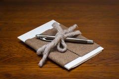 Lyxig penna och papper Arkivbild