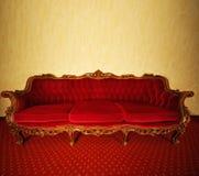lyxig röd sofa Arkivfoto