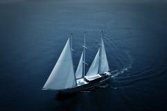 lyxig segelbåt Arkivfoto