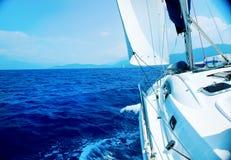 lyxig seglingyacht Arkivbild