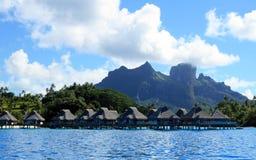 Lyxig semesterort för strand i Tahiti Royaltyfri Bild