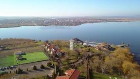Lyxig semesterort i Donaudeltan, flyg- sikt arkivfilmer