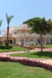 Lyxig semesterort med frodig gr?nska i Hurghada, Egypten fotografering för bildbyråer