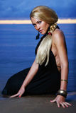 lyxig sexig solnedgångkvinna för backgroung Royaltyfria Foton