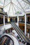 Lyxig shoppinggalleria i Berlin Arkivbilder