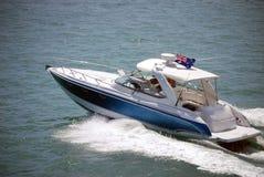 Lyxig sportfiskebåt royaltyfria bilder