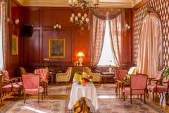 Lyxig stilmötesrum som förbereds för gäster fotografering för bildbyråer