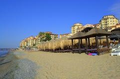 Lyxig strand för sommarsemesterort Royaltyfri Fotografi