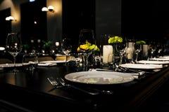 Lyxig tabellinställning för bröllop och sociala händelser royaltyfri fotografi