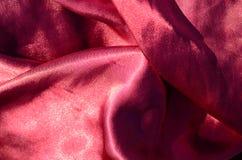 Lyxig torkduk för abstrakt bakgrund eller vätskekrabba veck för våg eller av för textursatäng för grunge siden- material för samm Royaltyfria Foton