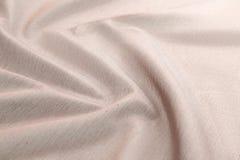 Lyxig torkduk för beige bakgrund eller krabba veck av för textursatäng för grunge siden- sammet Royaltyfri Foto