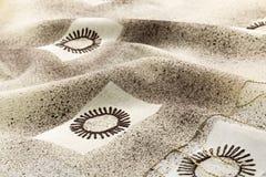 Lyxig torkduk för grå bakgrund eller krabba veck av för textursatäng för grunge siden- sammet Royaltyfri Fotografi