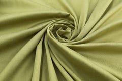 Lyxig torkduk för grön bakgrund eller krabba veck av för textursatäng för grunge siden- sammet Arkivbild
