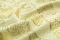 Lyxig torkduk för gul bakgrund eller krabba veck av för textursatäng för grunge siden- sammet Arkivfoton