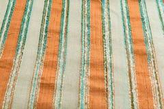 Lyxig torkduk för mångfärgad bakgrund eller krabba veck av siden- textursatäng för grunge Arkivfoto